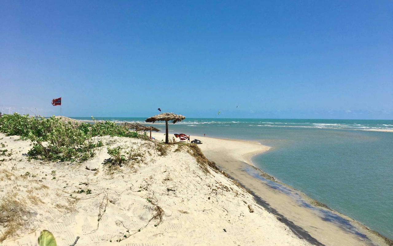 vilakapa-parajuru-bresil-parajuru-plage-baigneurs-kitesurf-lagon