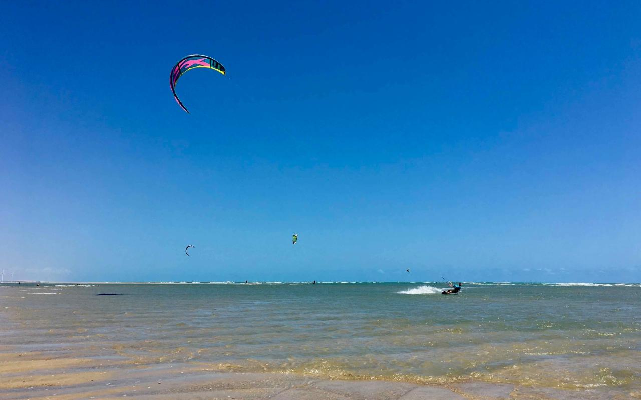 vilakapa-parajuru-bresil-parajuru-plage-kitesurf