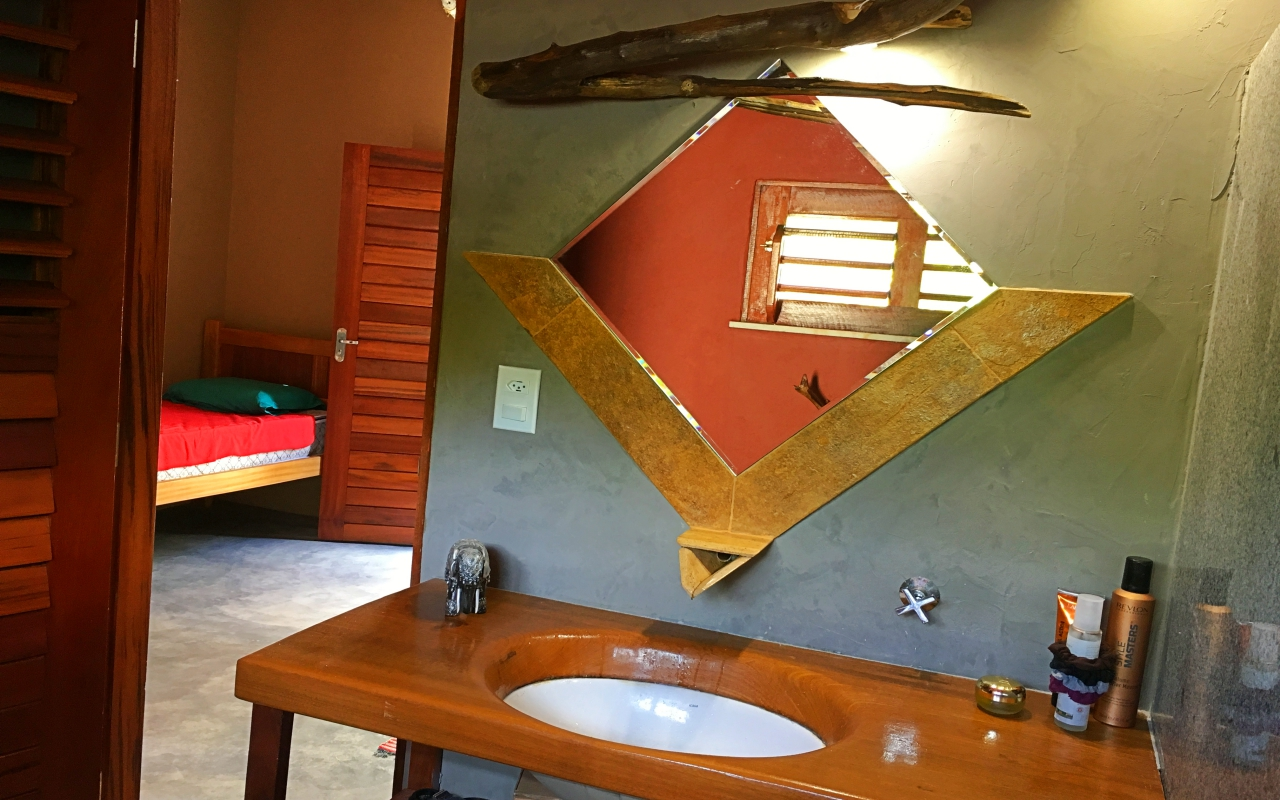 vilakapa-parajuru-bresil-maison-vila-kapa-salle-de-bains-chambre-cinza-2