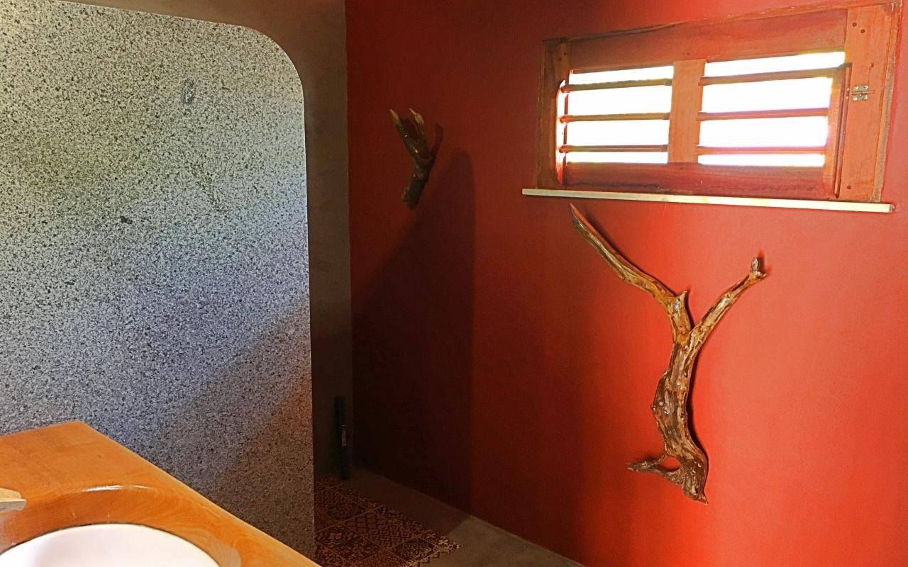 vilakapa-parajuru-bresil-maison-vila-kapa-salle-de-bains-chambre-cinza